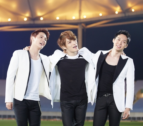 jyj-singing-together.jpg