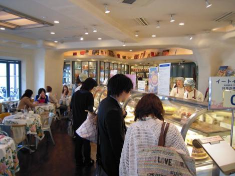 キルフェボン静岡店内は女性客でいっぱいだったのをデジカメショット