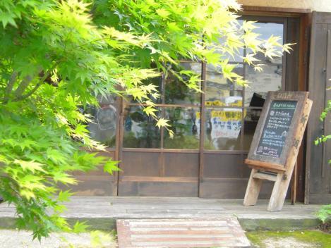 富士市の人気ケーキ店のキャトルエピスの店内入り口を芸術的にデジカメ撮影できました