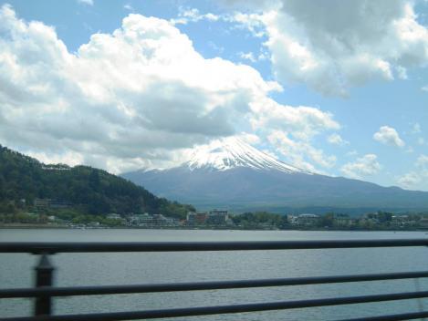 富士五湖と共に撮らえた世界遺産
