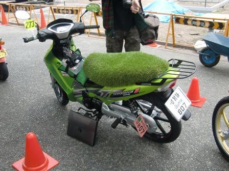 シートは人工芝