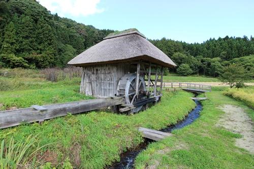 新田の水車