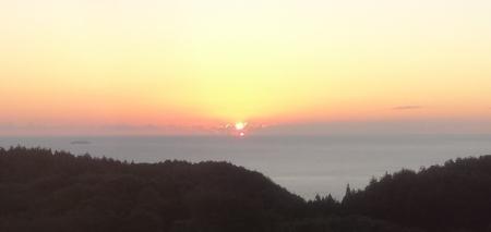 5:19 部屋から見た日の出