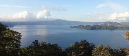 16:28 展望台から見た、十和田湖