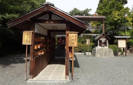 8:22 (左) 盛岡天神社 と (右) 健康神社