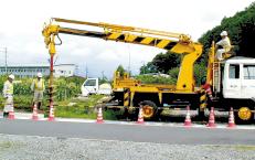 穴掘建柱車