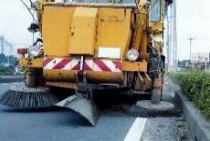 清掃中の路面清掃車2