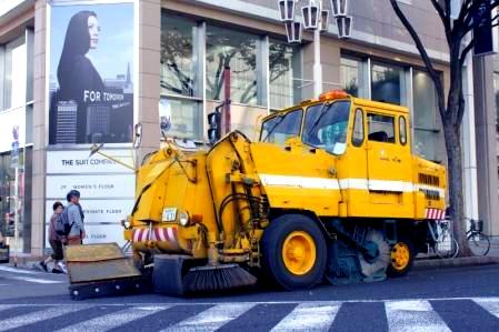 清掃中の路面清掃車4