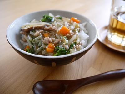 たっぷり野菜のうま煮丼