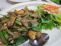 パッシーイウー(しょうゆ味太麺そば)