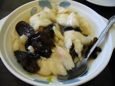 白身魚ときくらげの炒め物