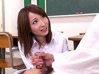 初めての勃起に戸惑う男子生徒に欲求不満女教師は…【みんなの動画】
