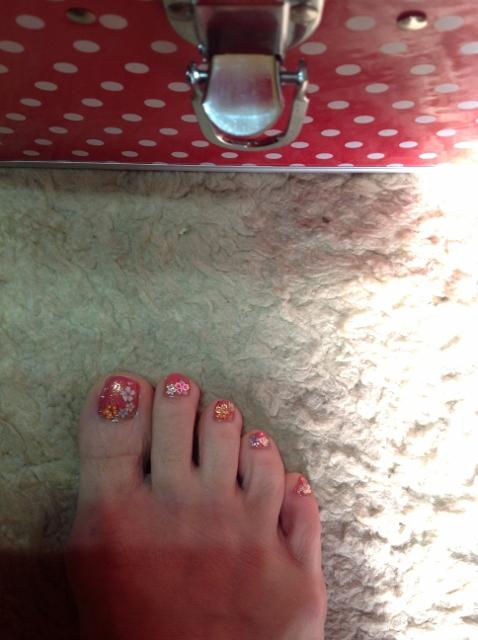 足の爪をデコりました。