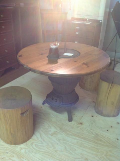 府中家具のテーブルです。