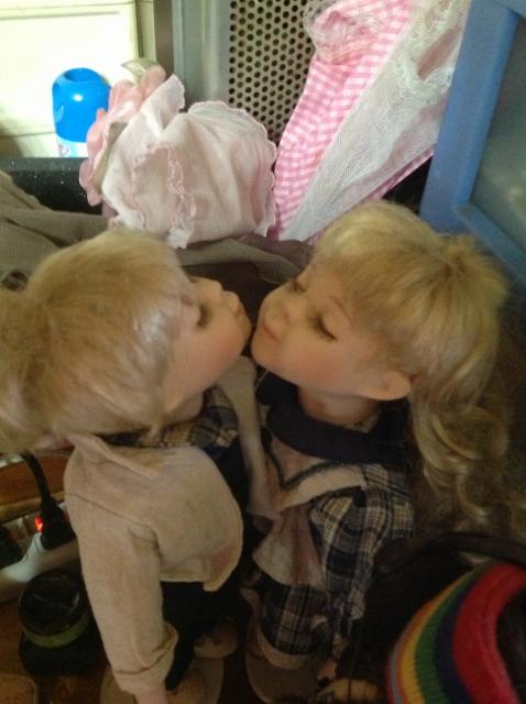 キスする子供
