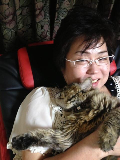 桜子も抱っこされるようになってきました。