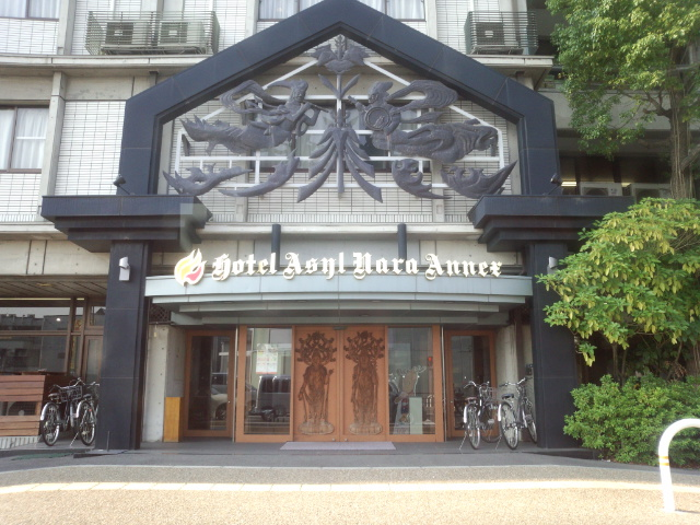 ホテルの門構え