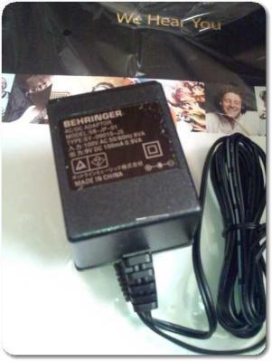 ベリンガーVM1の電源アダプター