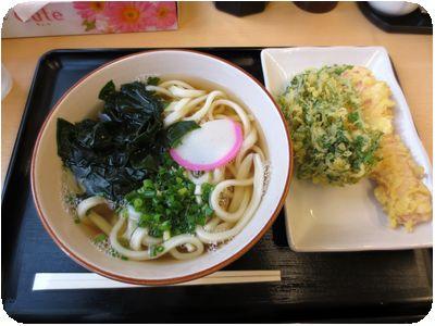 わかめうどん+春菊天+魚肉ソーセージ天