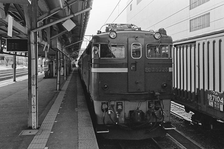 600322弘前駅_ED75+50系客車
