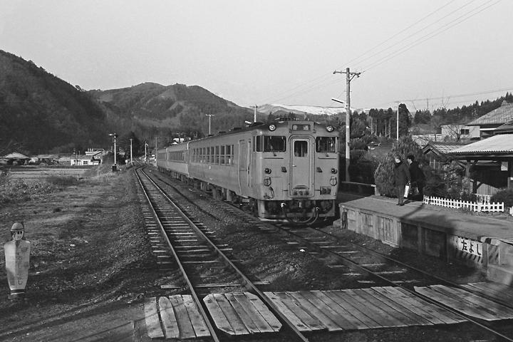 600324陸前矢作駅_大船渡線普通列車2