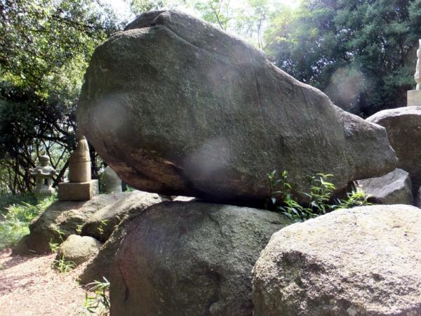 ゆるぎ岩04