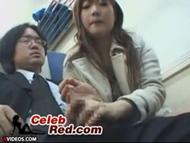 電車で隣に座ったお姉さんのリーマンのち○ぽを手コキするテクが凄い件