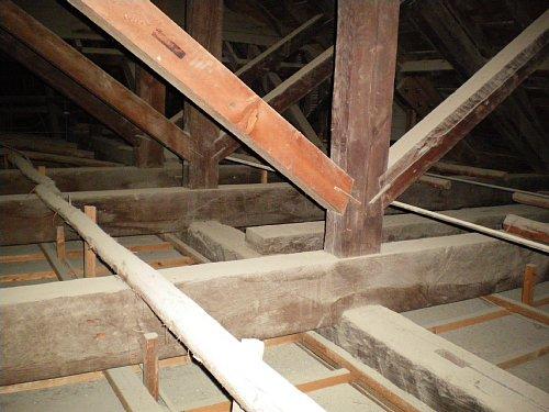 新潟県議会旧議事堂・屋根裏