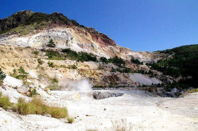 塚原温泉火口の泉