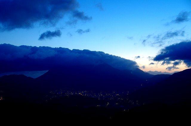 由布岳の夜明け