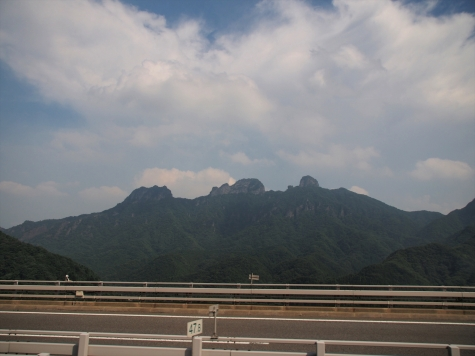 妙義山【上信越自動車道より】
