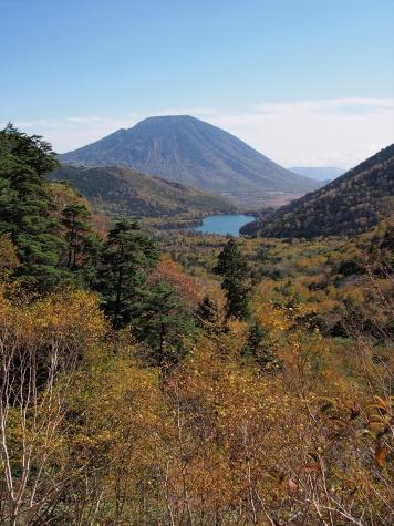 男体山と湯ノ湖【金精道路より】
