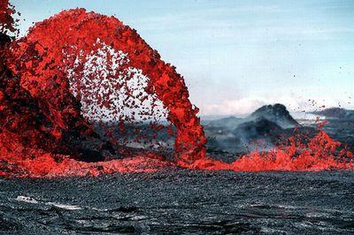 カムチャツカ、シヴェルチ火山に最高値の危険度を示す「赤」コード インドネシアでも火山の噴火活動が活発化