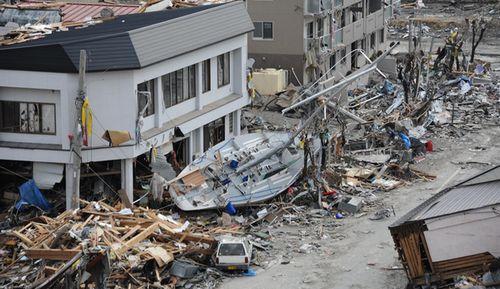 【巨大地震】 大量の雨が地盤を刺激 「台風27号」が大地震を引き起こす!?