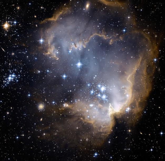 【NASA】 光と時空をゆがめるブラックホール
