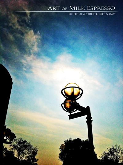 Light_of_a_streetlight__day.jpg